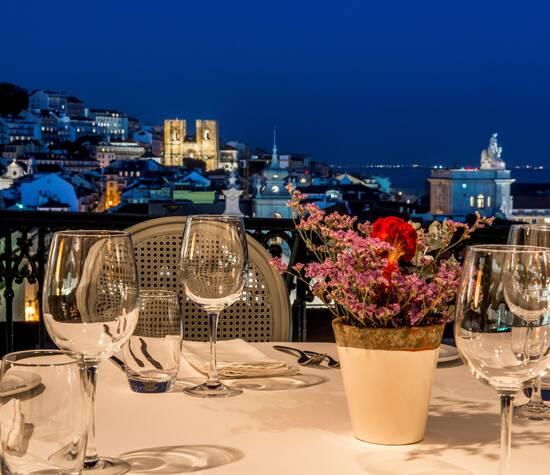 Situado no coração do Chiado, possui uma das mais belas vistas sobre Lisboa e rio Tejo